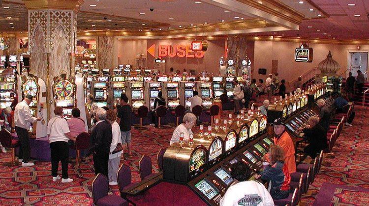 800px-Casino_slots2